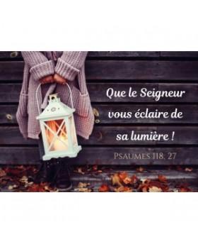 Carte Fin D'annee Filette tenant une lanterne allumée
